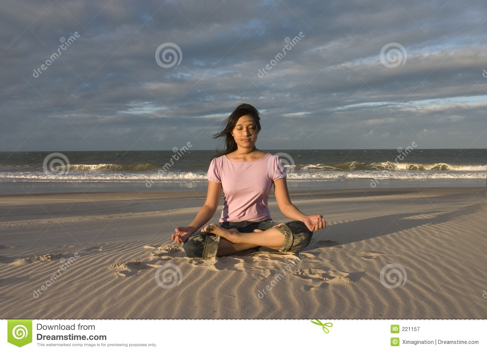 Yoga/Meditating alla spiaggia