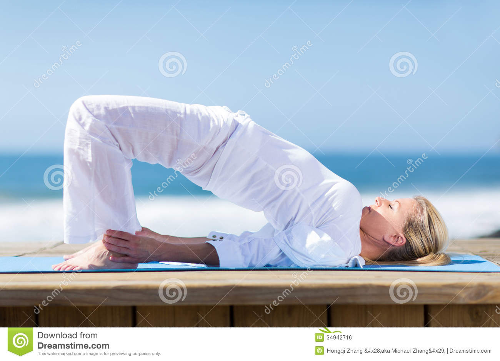 Yoga supérieur de femme