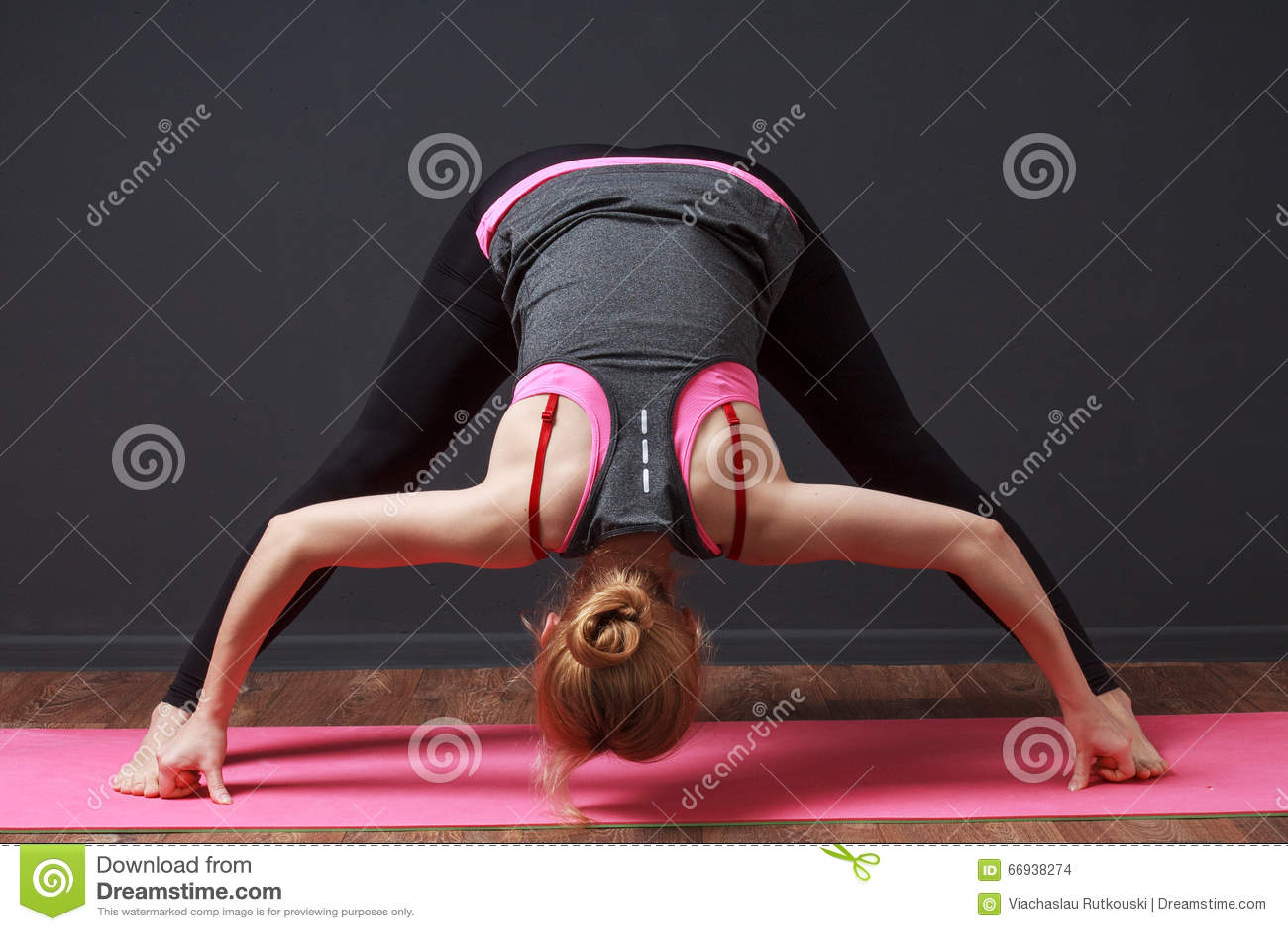 Yoga Tiefe Biegung Mit Den Gespreizten Beinen Frau Die Training Tut