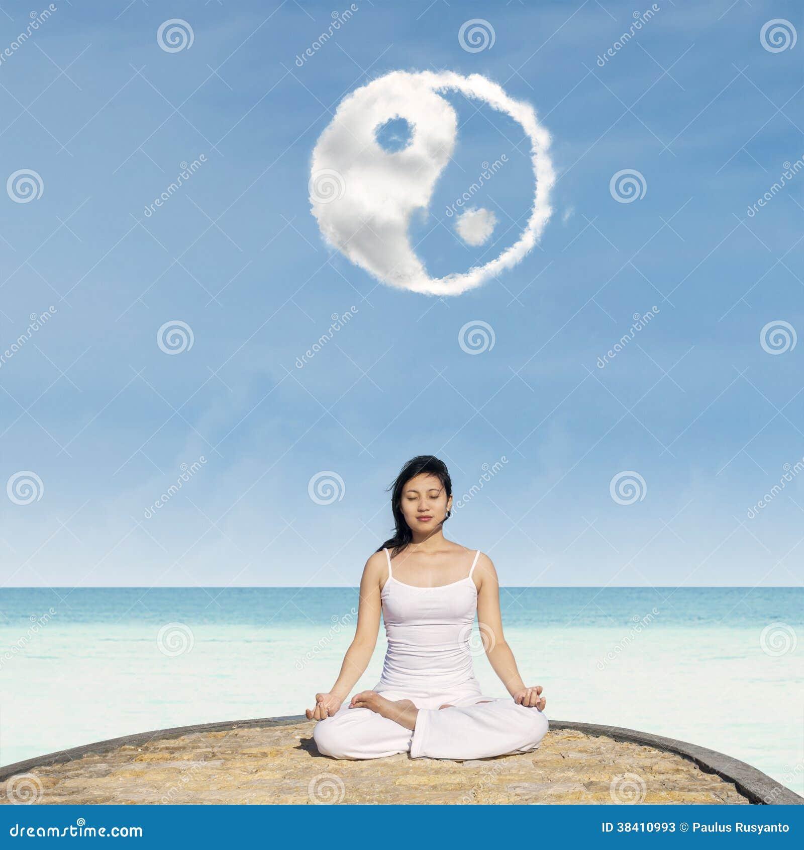 Yoga under det Yin Yang molnet