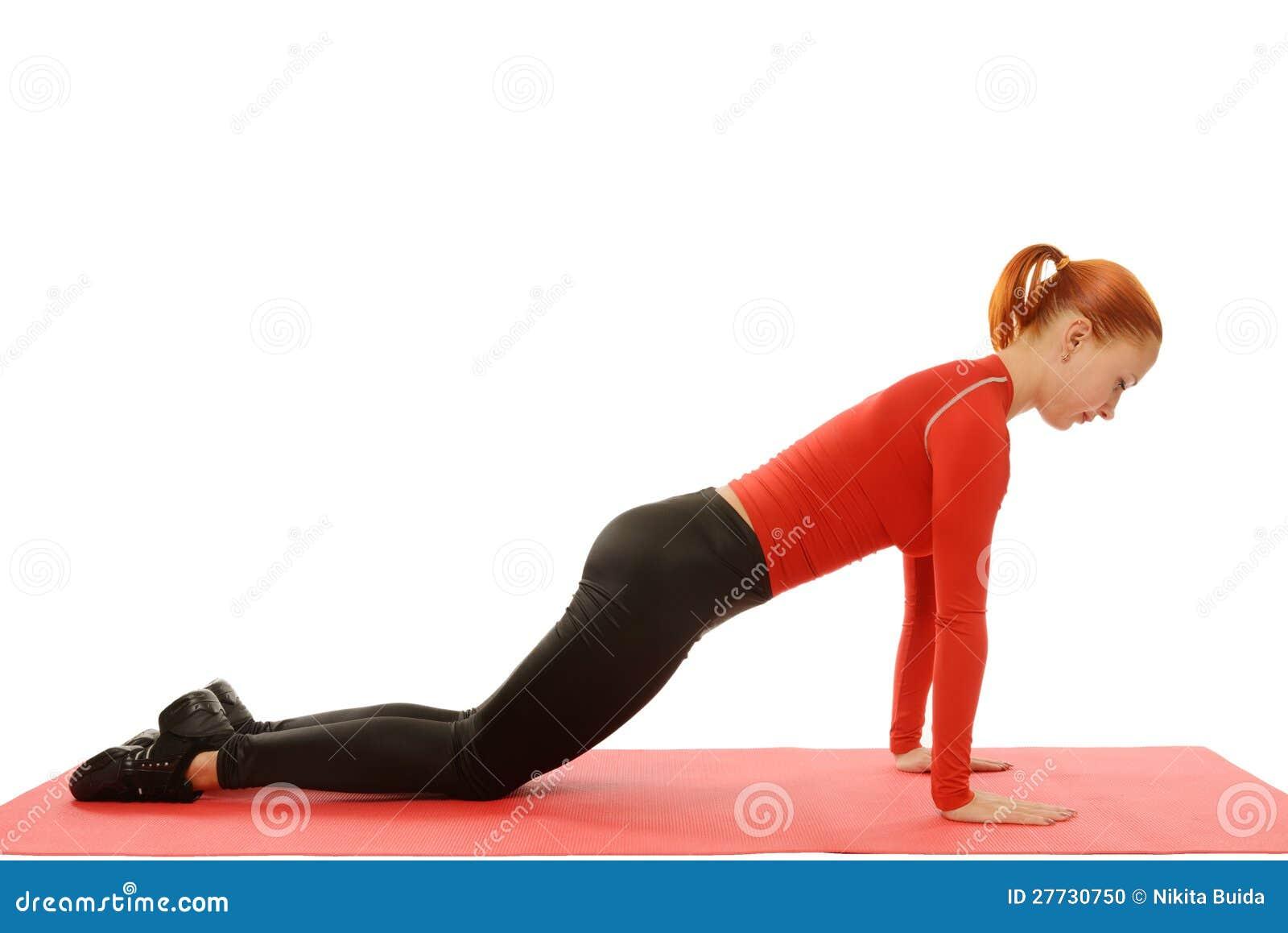 Yogapraxis. Frau, die asana tut. Eignung Pushups