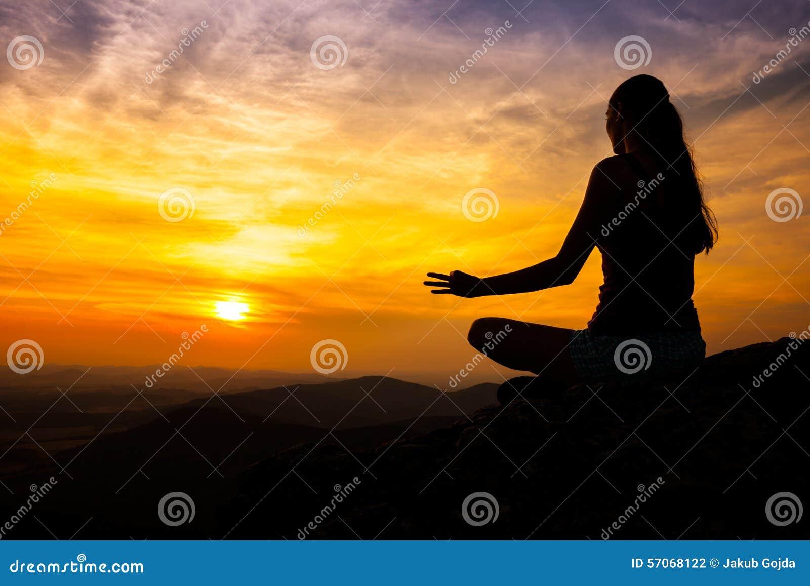 Yogavakman in zonsondergang