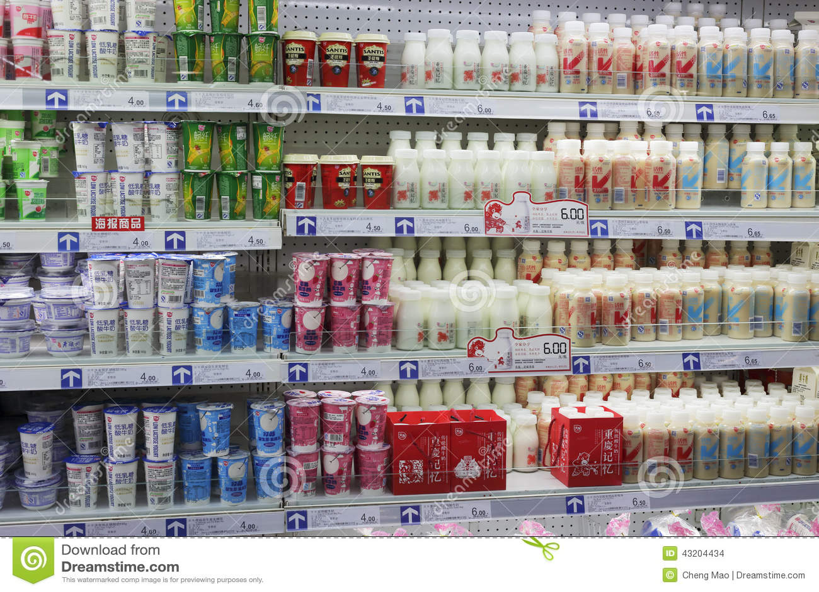Download Yoghurt I Den Chongqing Supermarket Redaktionell Fotografering för Bildbyråer - Bild av inomhus, supermarket: 43204434