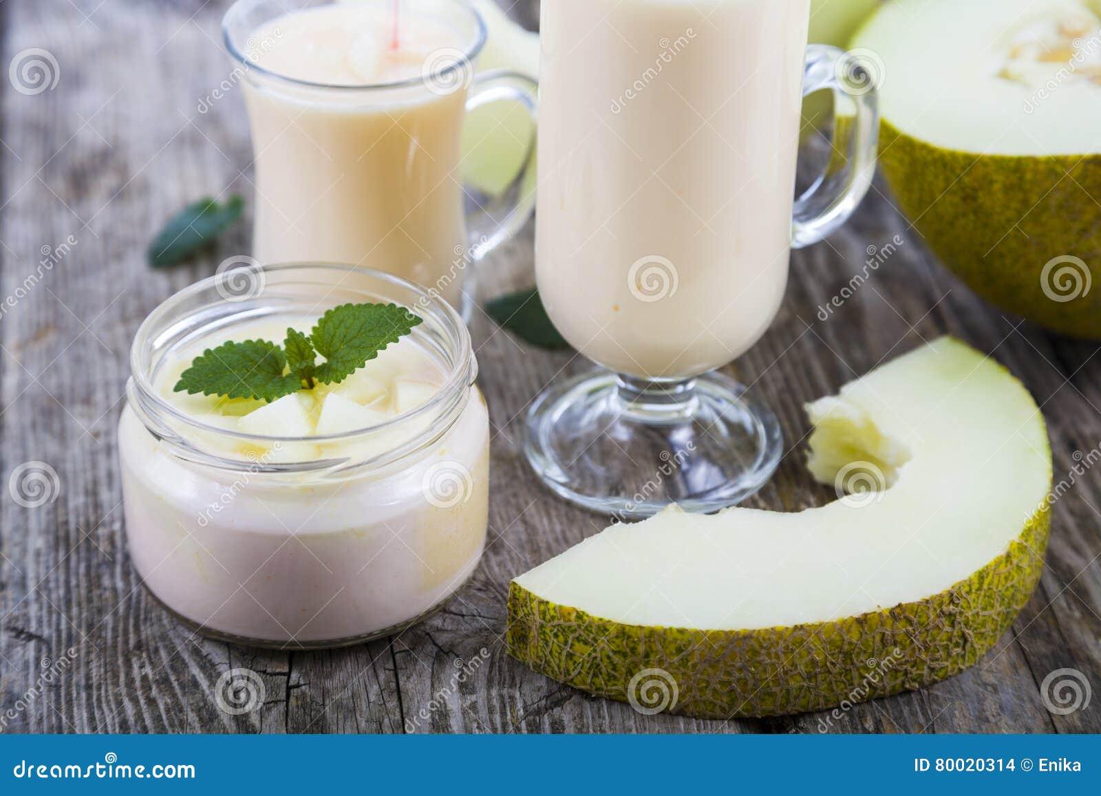 Yoghurt och smoothie med melon