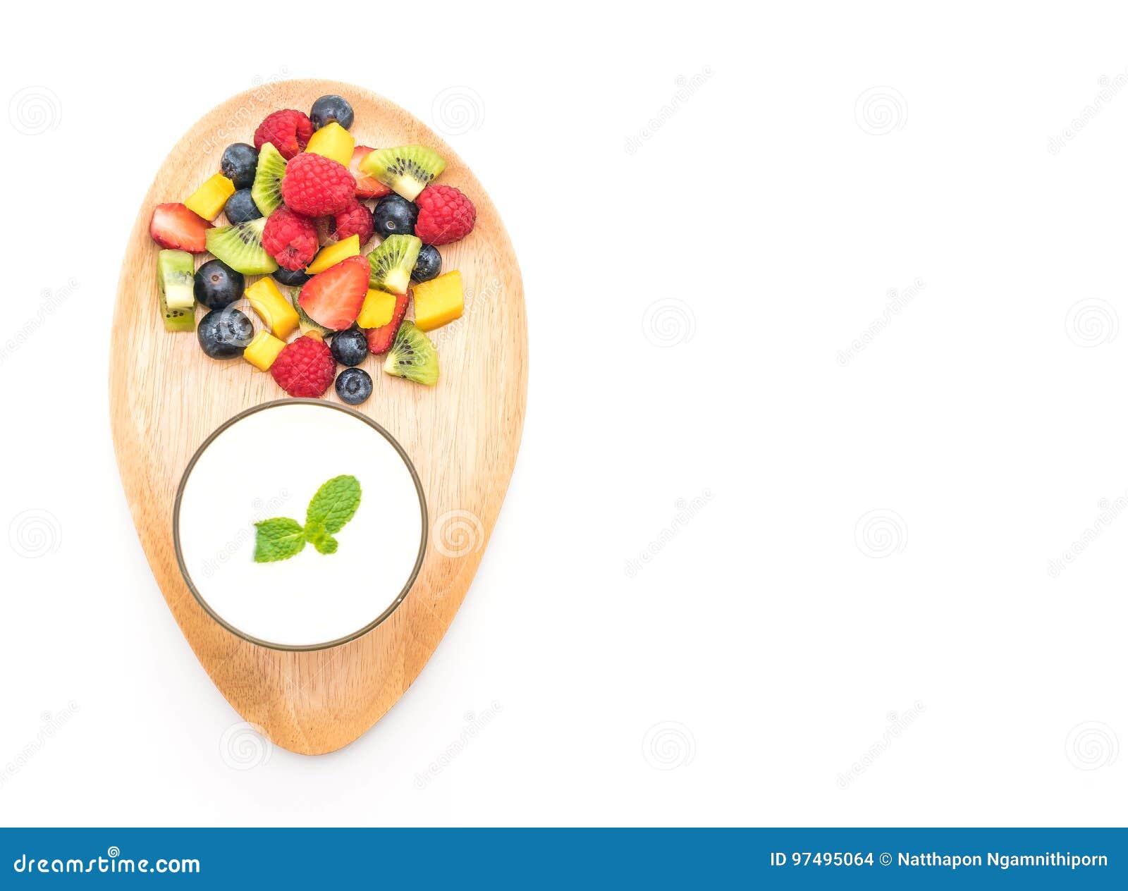 Yogurt con frutta mista (fragola, mirtilli, lampone, kiw