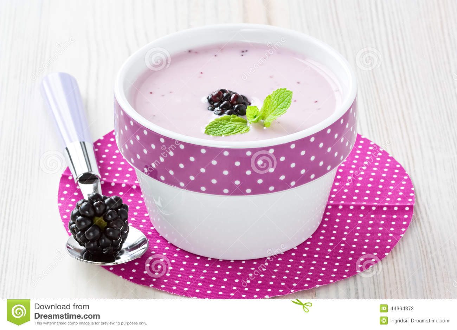 Yogurt con la mora dolce