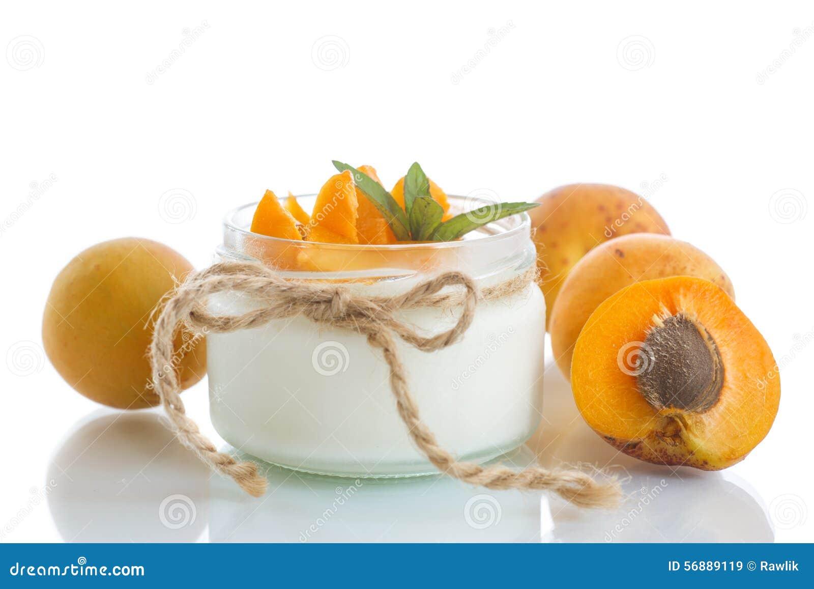 Yogurt con le albicocche fresche
