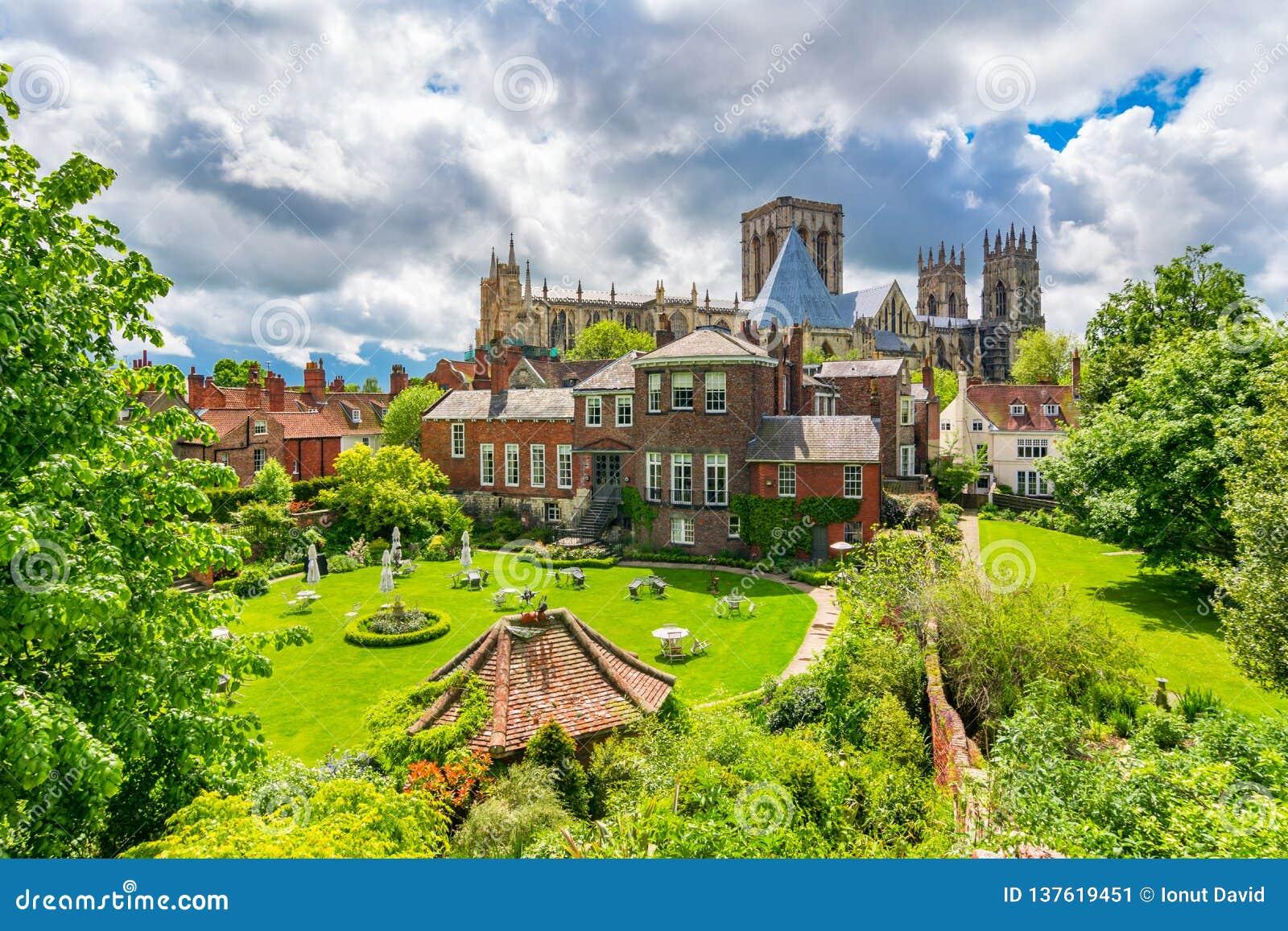 York, Inglaterra, Reino Unido: Iglesia de monasterio de York, una del más grande de su clase en Europa del Norte