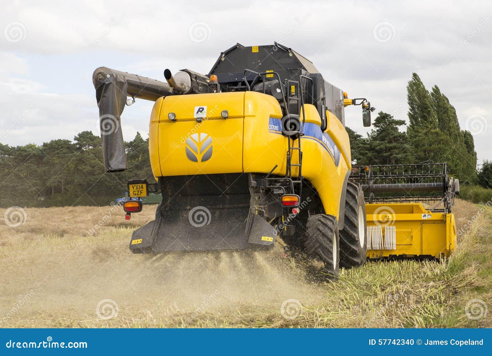 York UK - 5 AUGUSTI 2015 En nya Holland Combine Harvester på wo