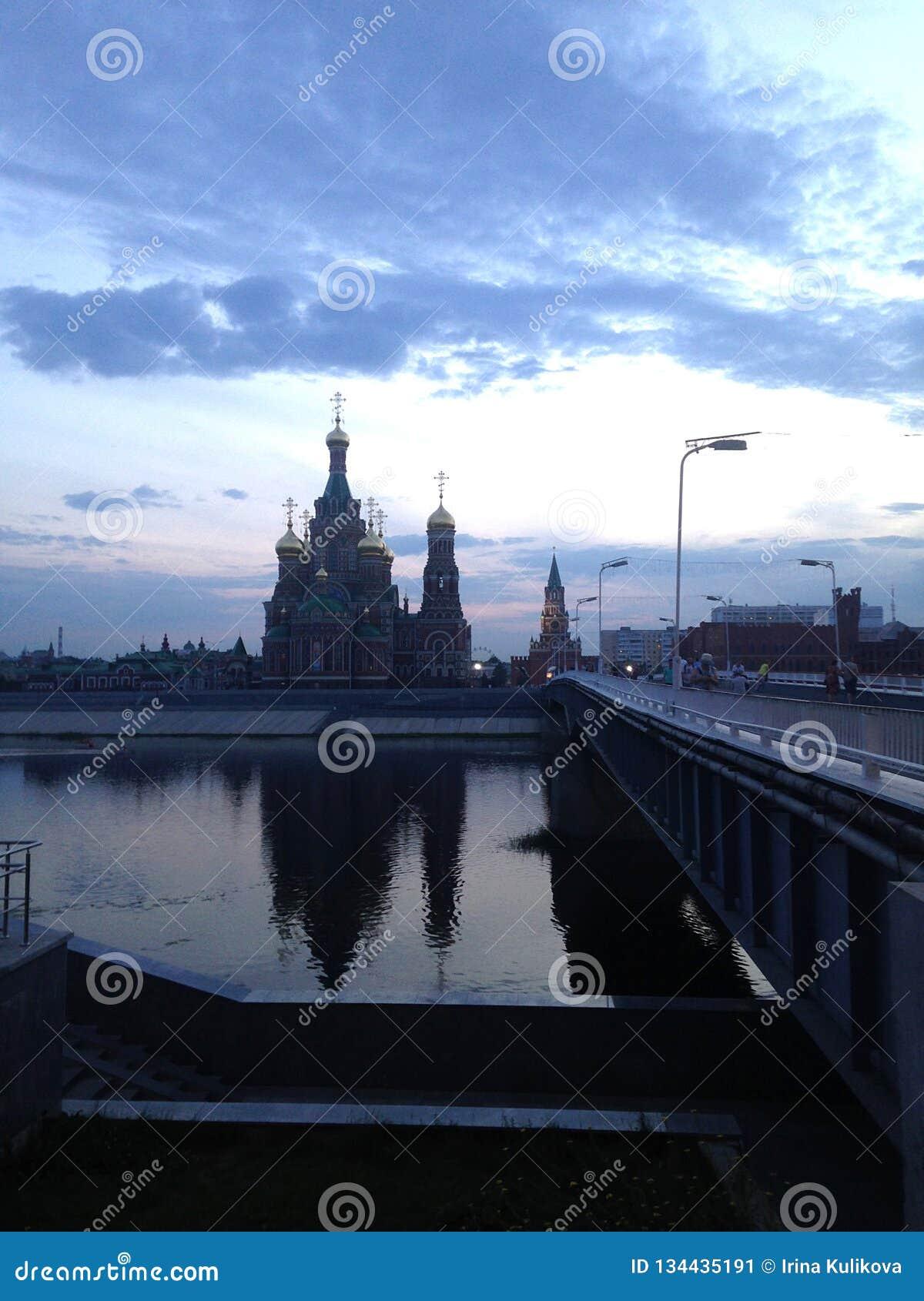 Yoshkar Ola stad Mari El Ryssland Domkyrka av förklaringen av den välsignade oskulden Mary över floden på natten