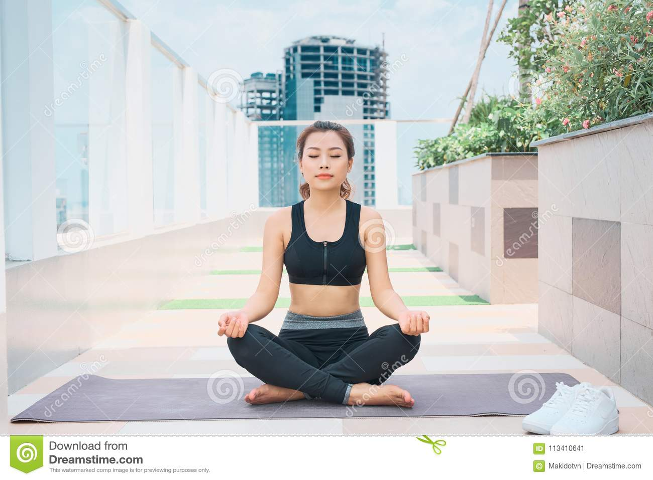 Young asian woman in sport wear doing sports outdoors