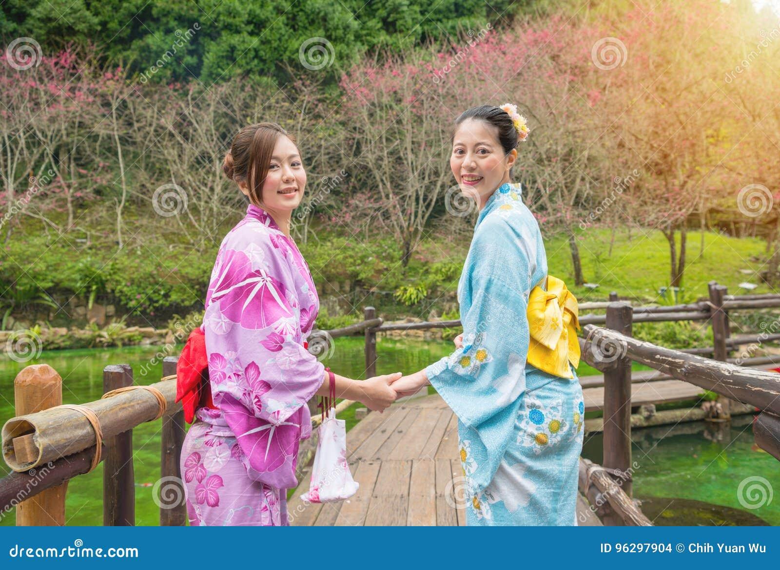japanese girl friends