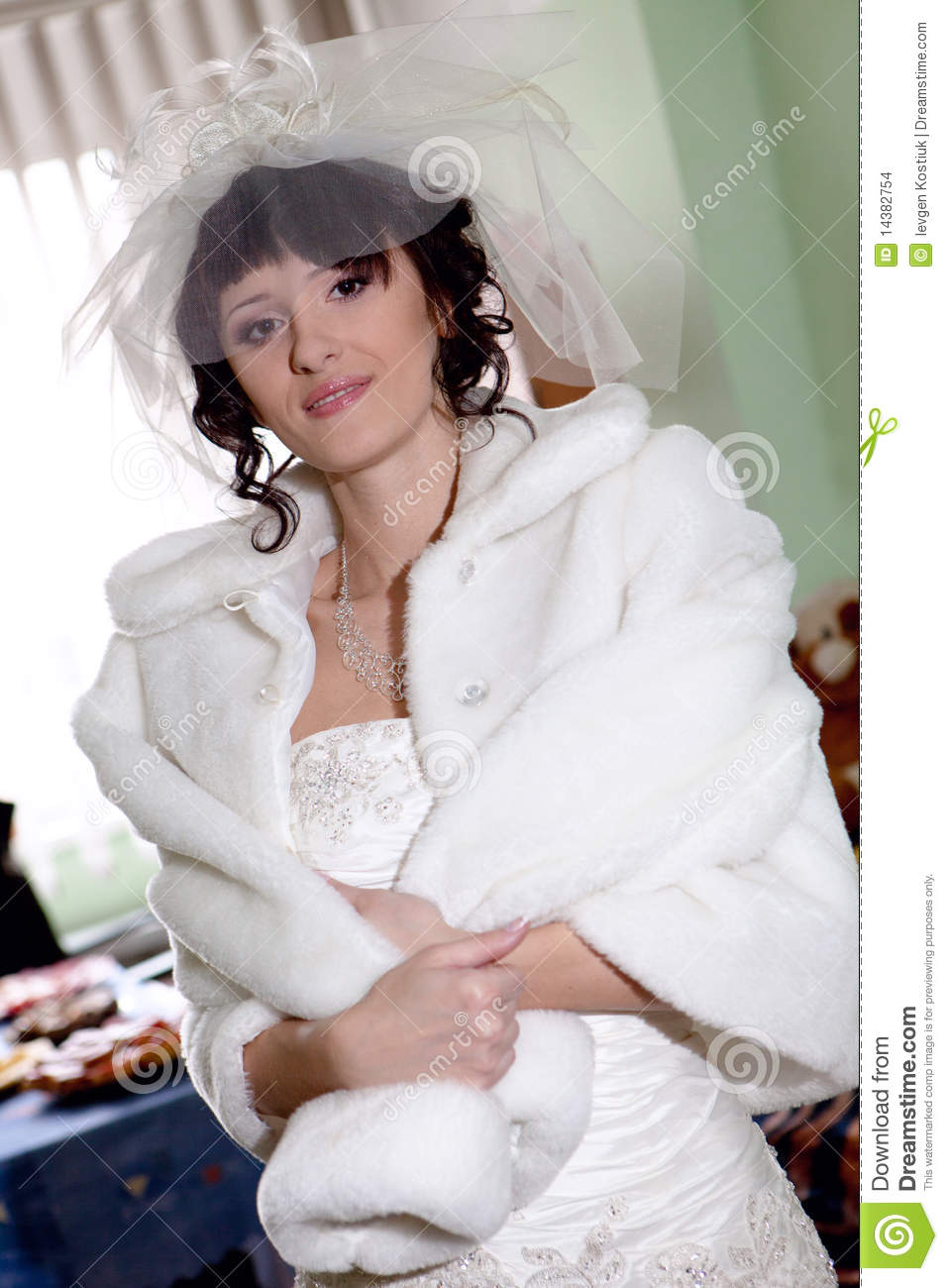 Young beautiful bride preparing Agony extremely