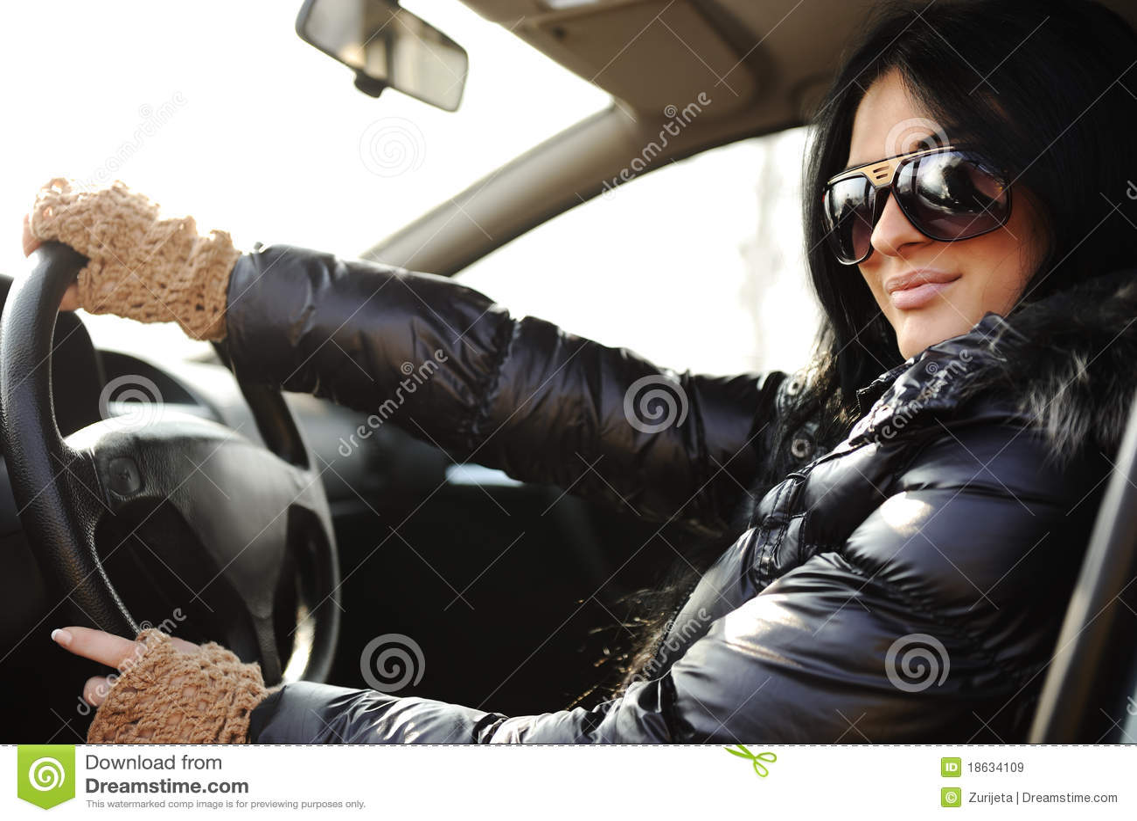 Фото брюнеток в авто 9 фотография