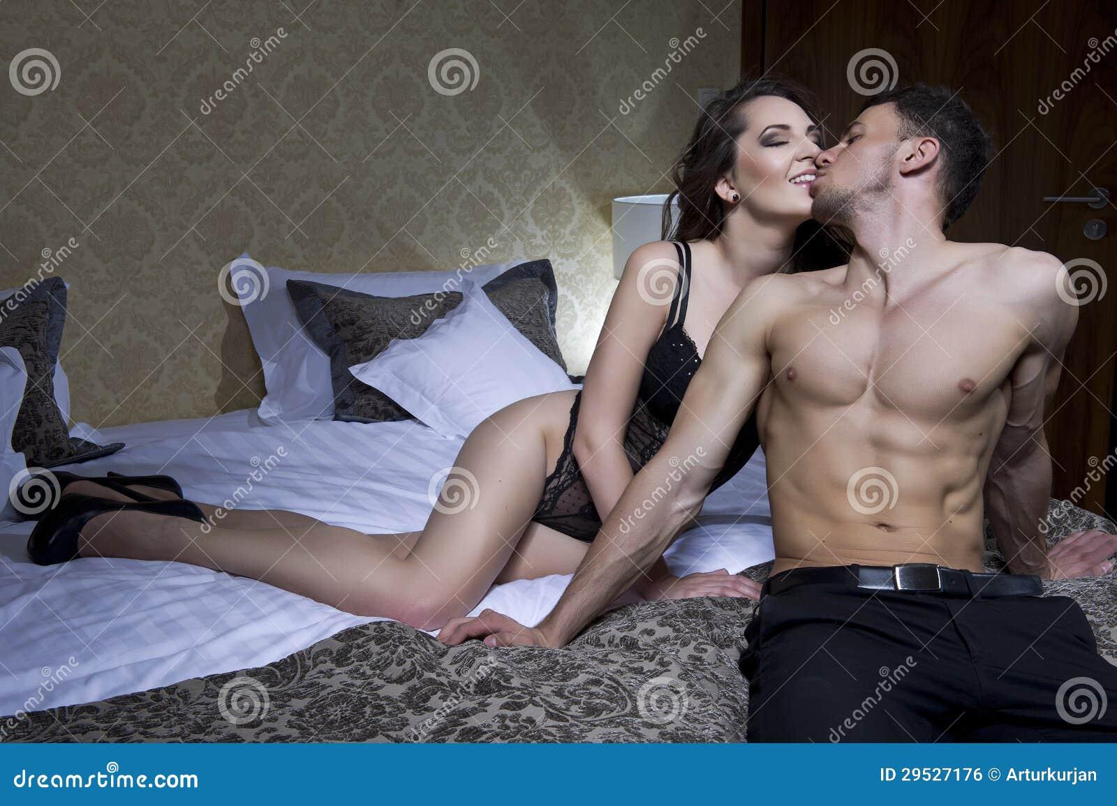 Секс вдвоем дома, Вдвоем Домашнее (найденопорно видео роликов) 24 фотография