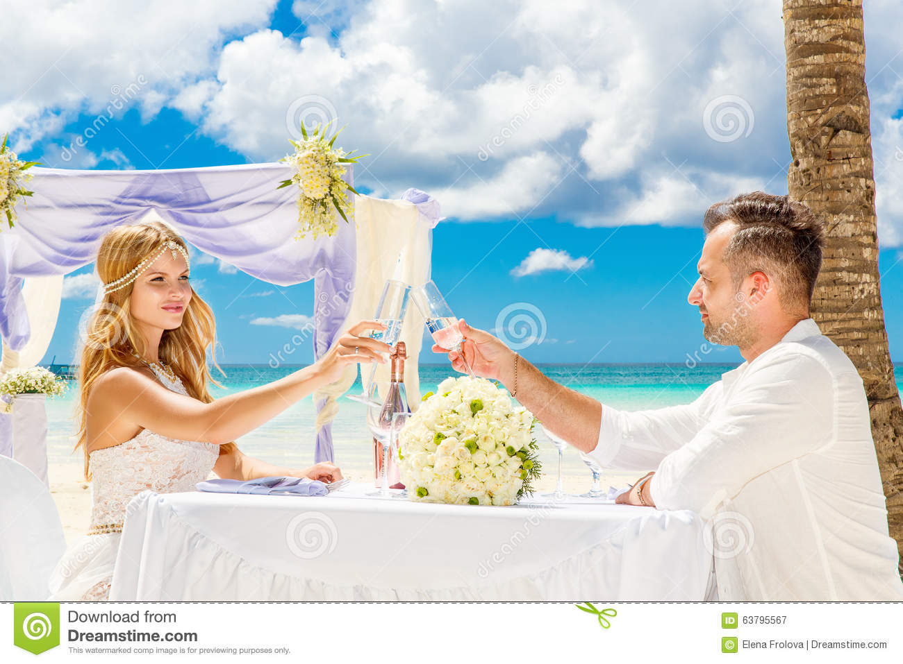 Romantic Pictures Of Tropical Beaches: Young Beautiful Couple Have A Romantic Dinner On A