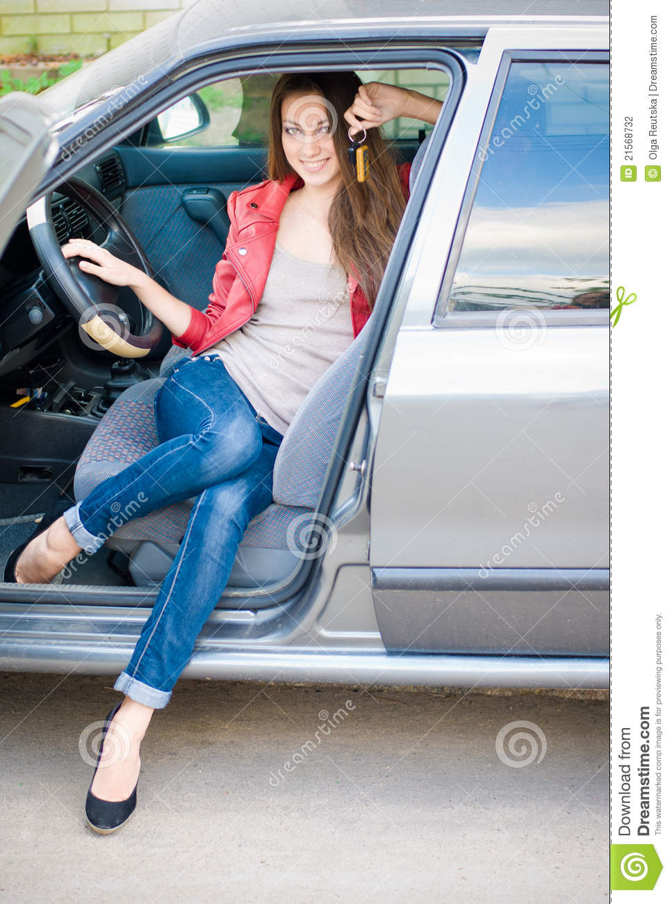 pretty young girls in cars