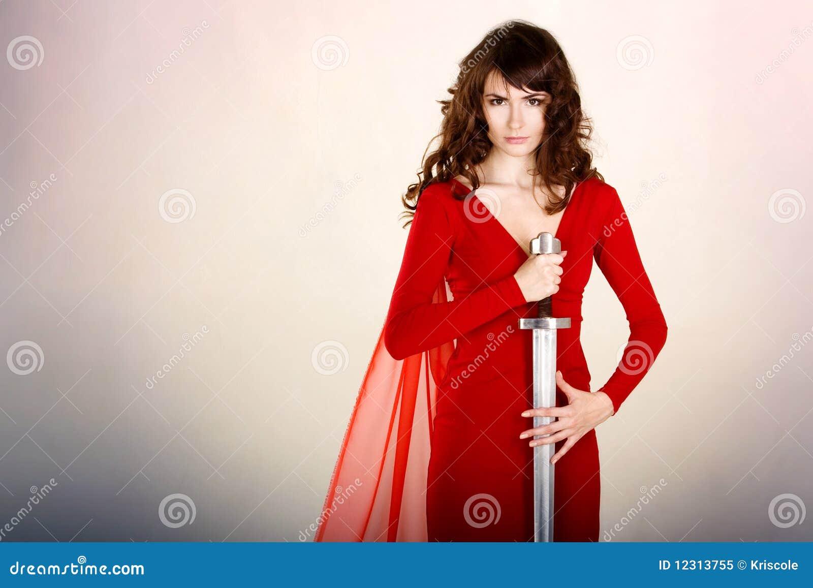 Девушка с саблей фото