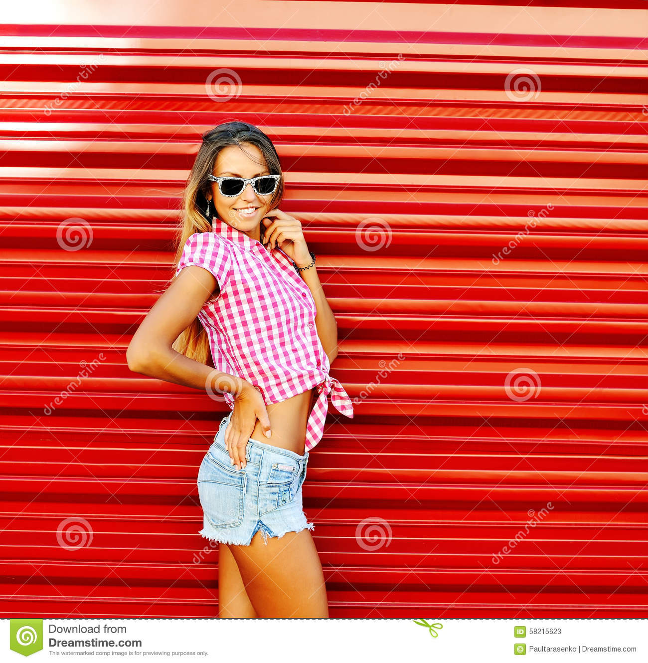 Very young girl outdoor you tell