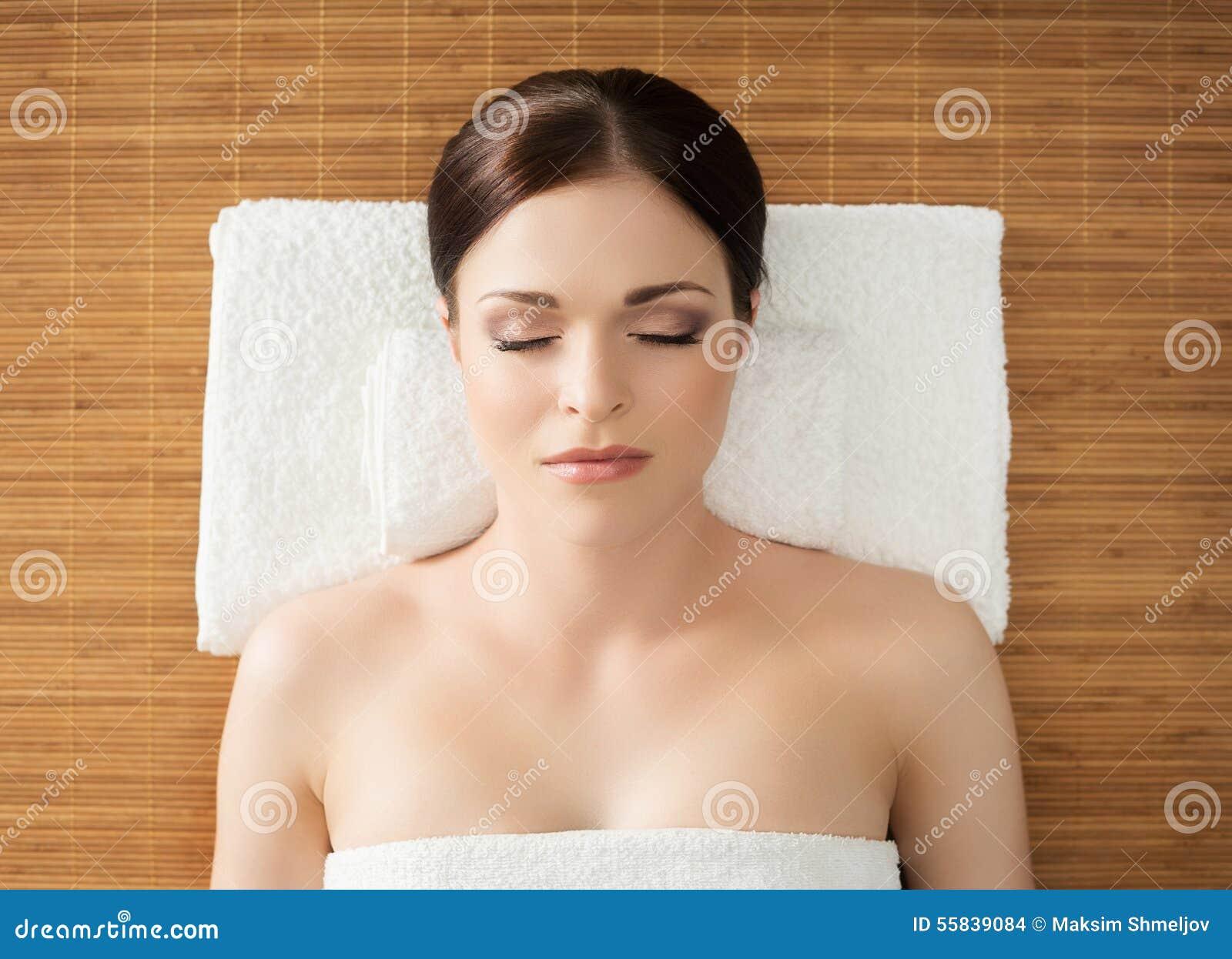 therapeutic massage beautiful masseuse available