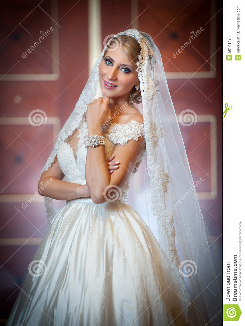 Can young beautiful bride preparing all