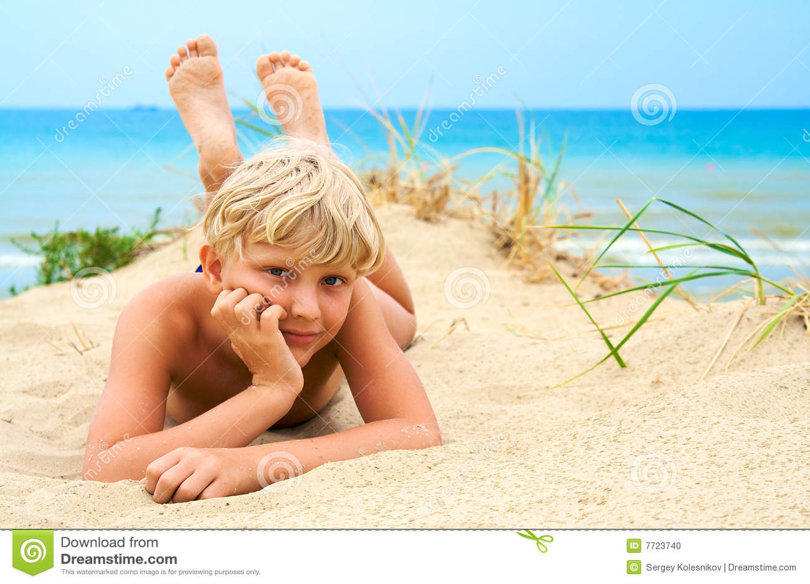 Дрочун на пляже 233