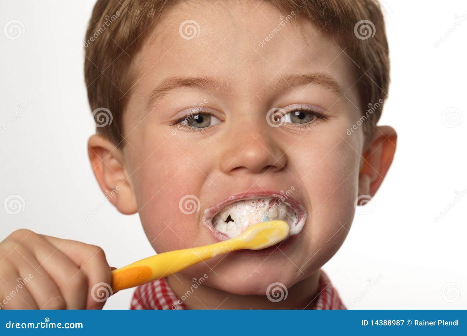 De fio dental escovando os dentes - 2 part 7