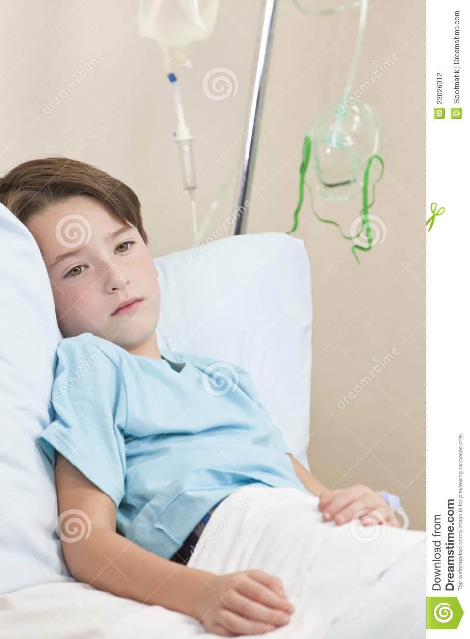 Young boy child patient in hospital bed stock photo image 23026012 - Bedjongen jaar ...