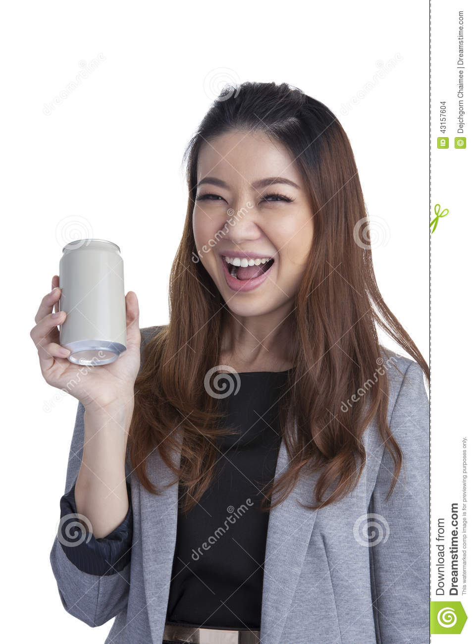 Young brunette businesswoman presenting a blank can of soft drink