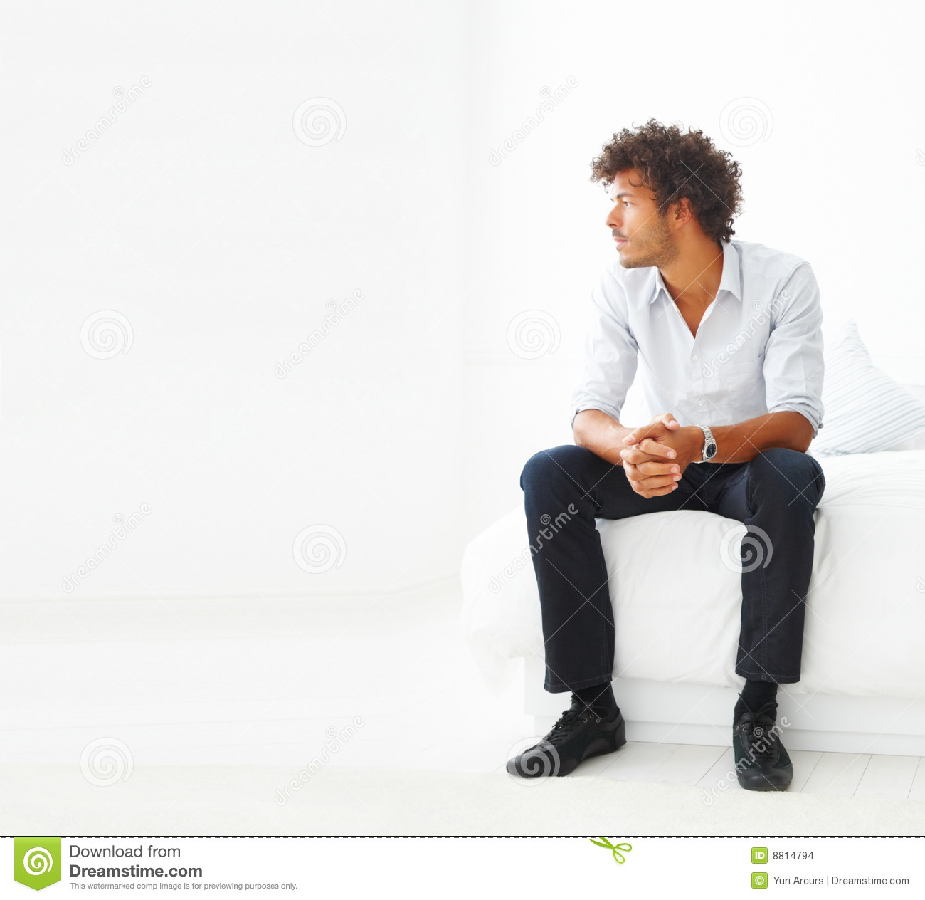 young-business-man-sitting-8814794.jpg