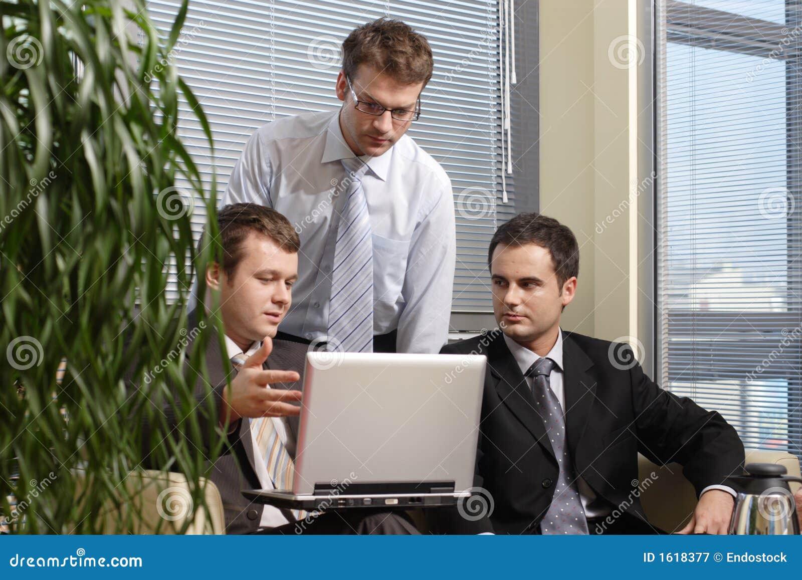 фото люди в офисе