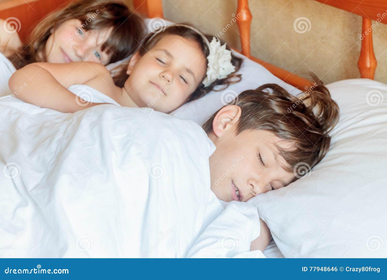 young little girls sleeping naked