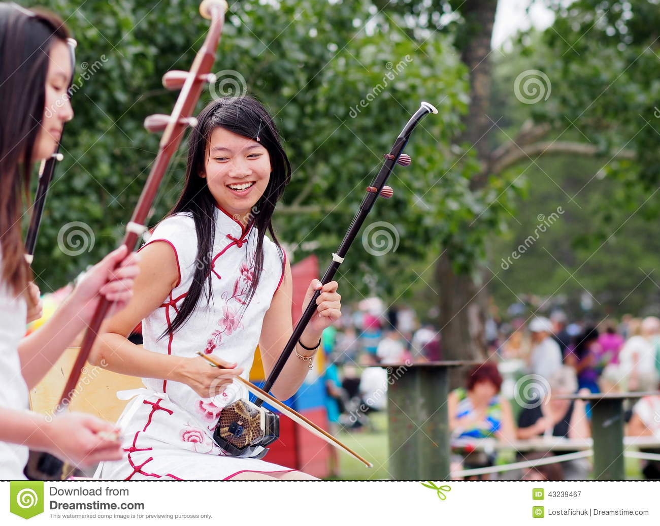 Amazon.com: How to Play Erhu, the Chinese Violin: The ...