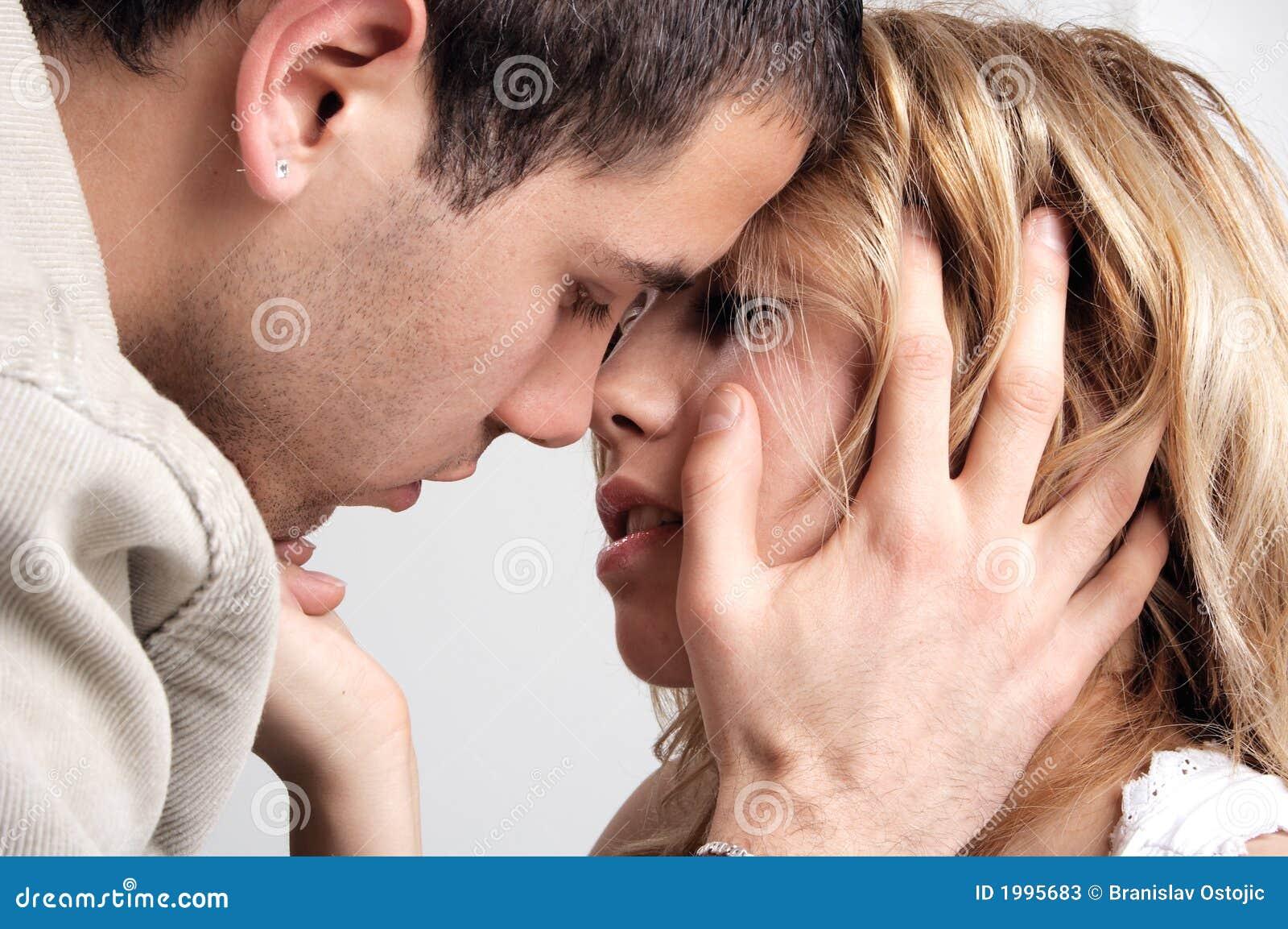 Если в отношениях нет поцелуев