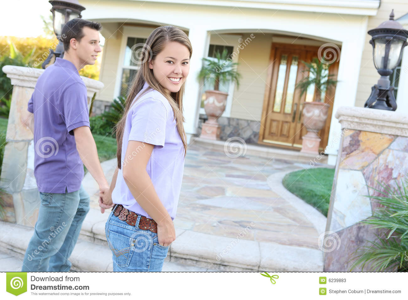 Young couple arriving at new home stock photos image 6239883 - Young couple modern homes ...