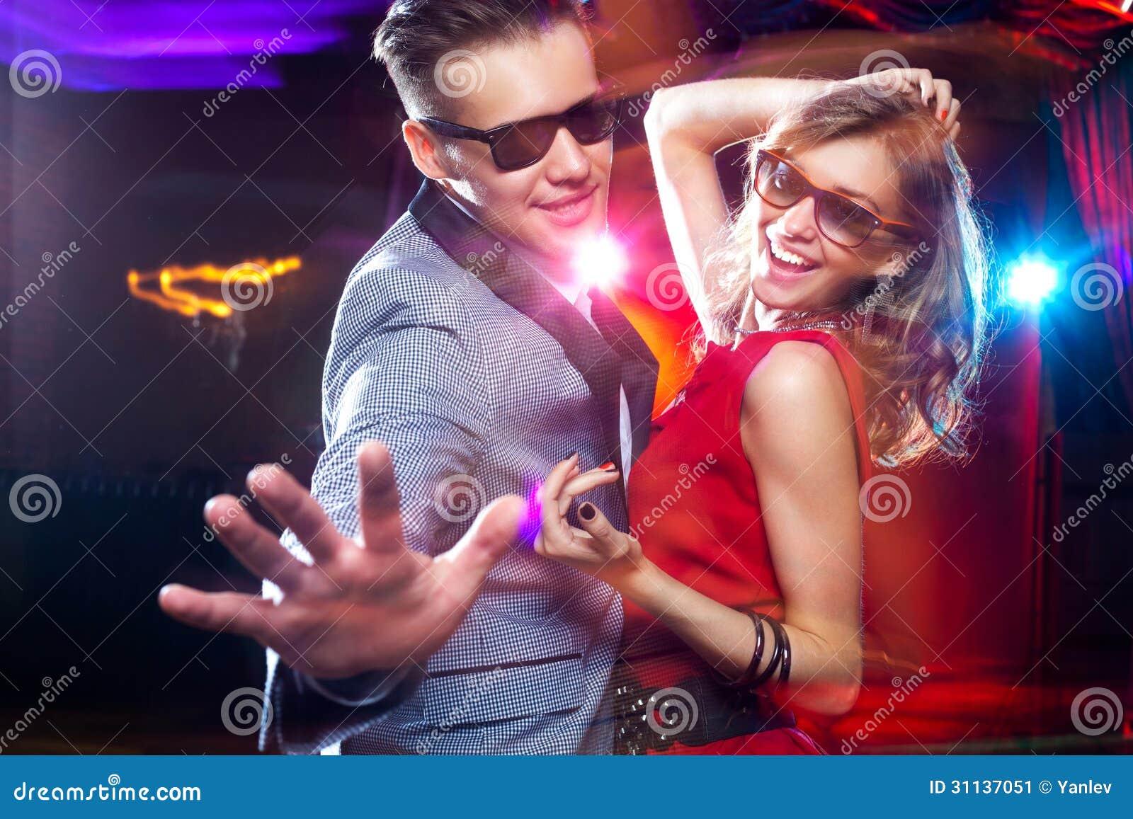 Съем девок в клубе 21 фотография