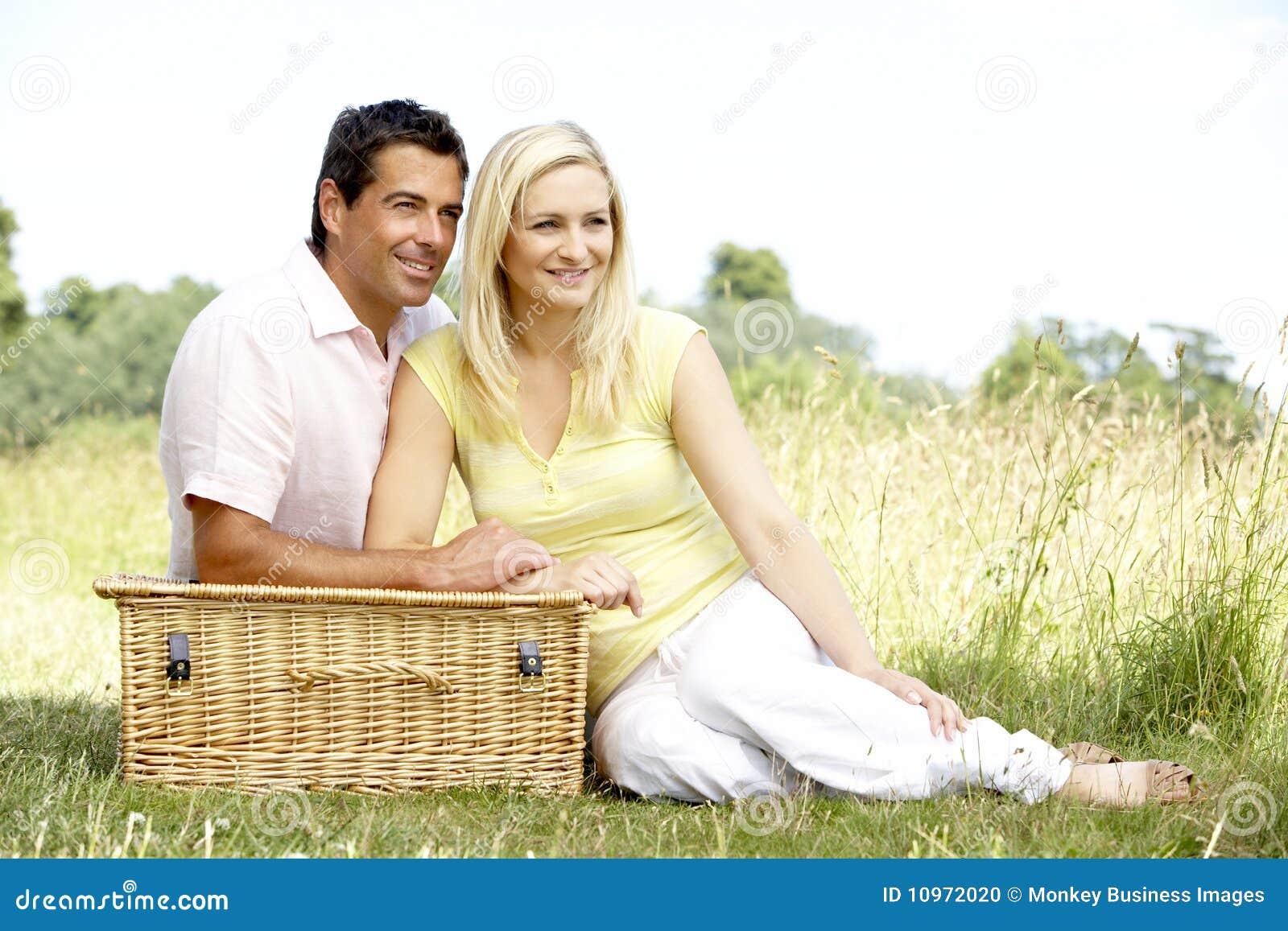 С женой на пикнике 13 фотография