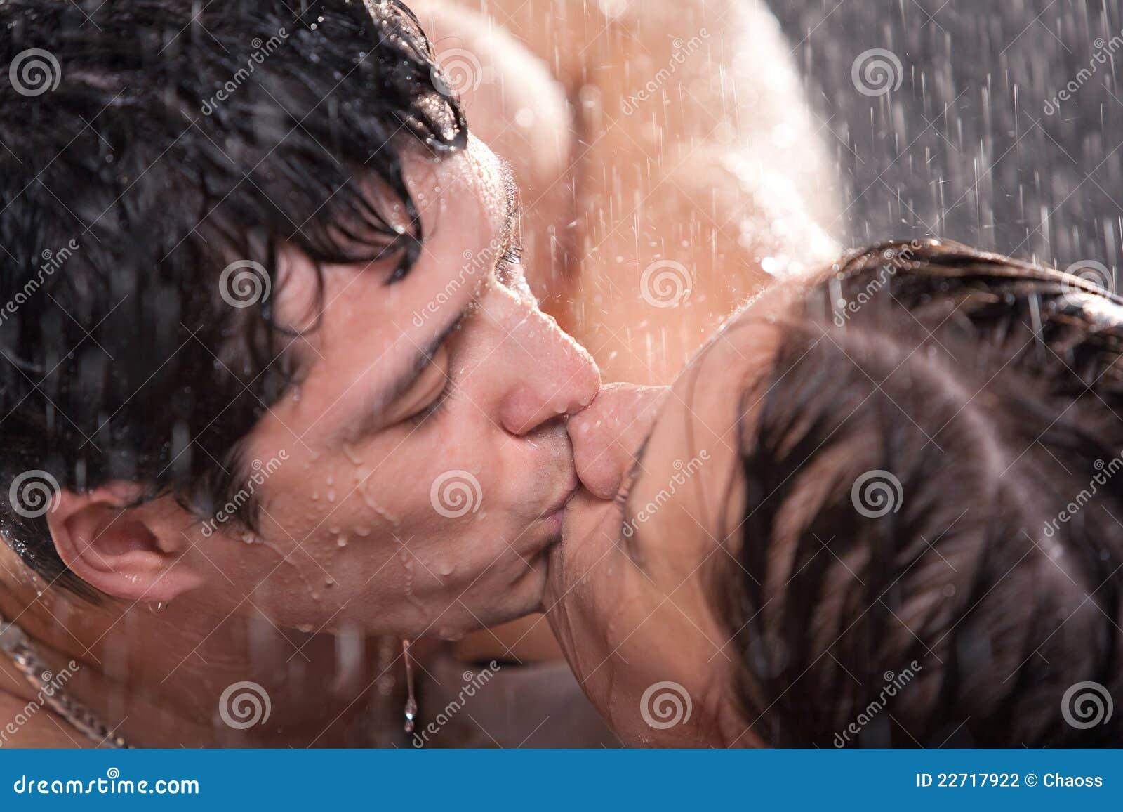 Трахнул под дождём, Она просто в экстазе от страстного секса под дождем » 23 фотография