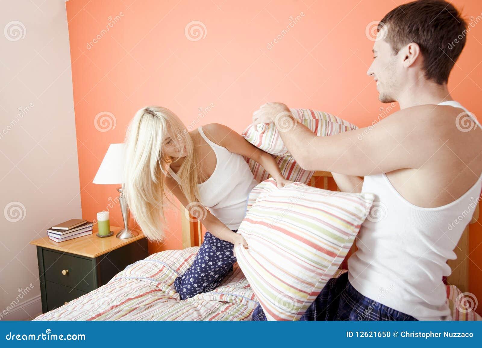 Секс взрослой пары с девочкой 12 фотография