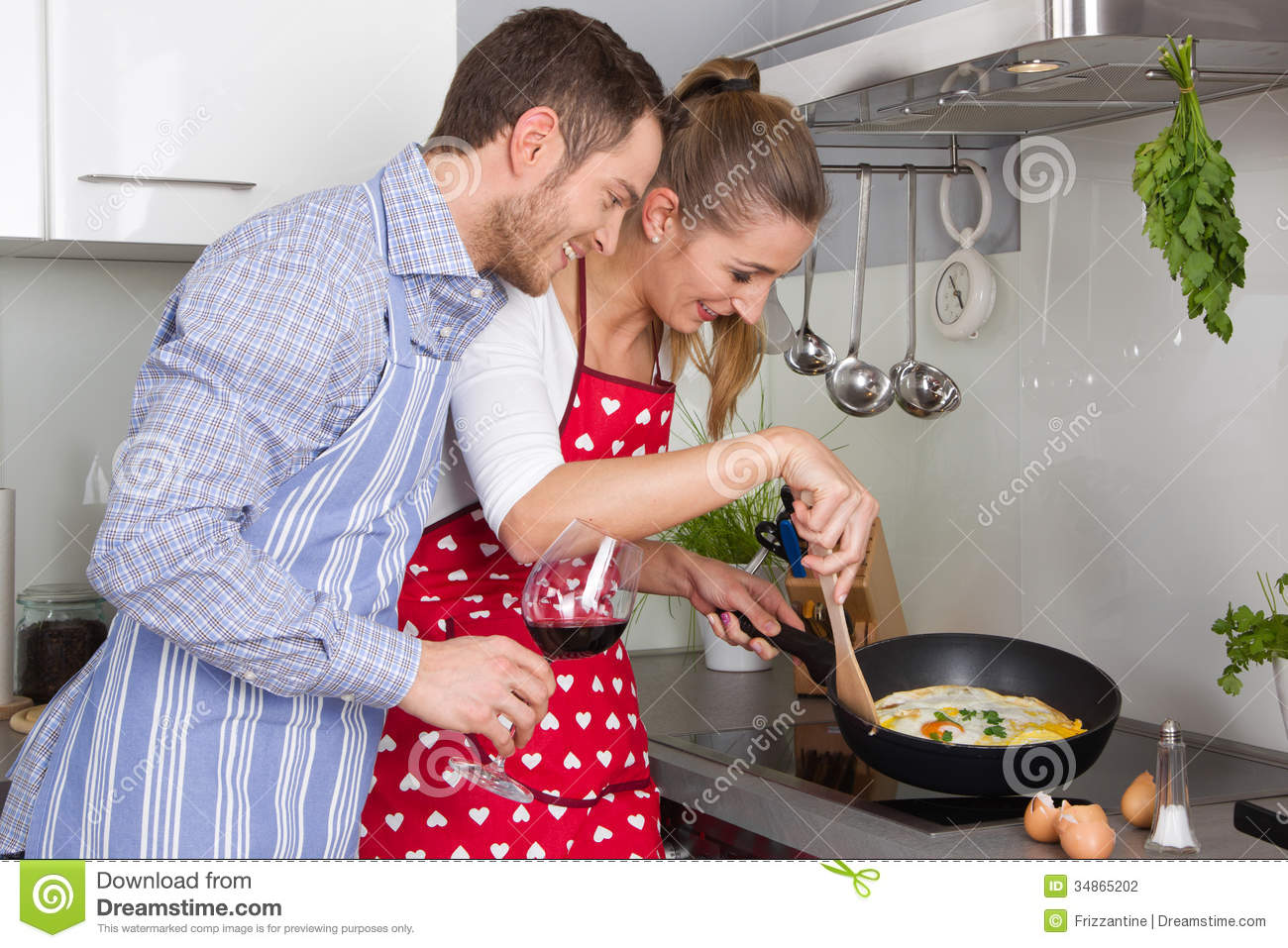 Young couple in love cooking together in the kitchen and for 1 amour de cuisine