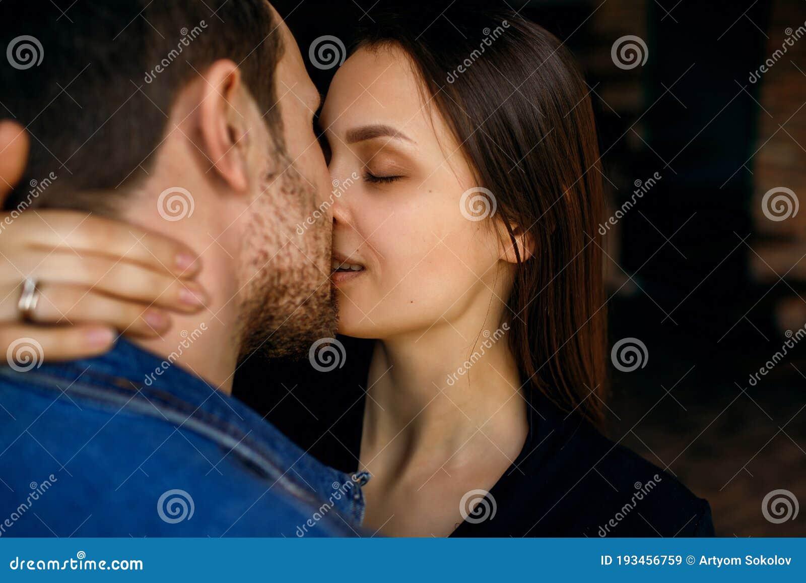 Woman body kiss woman Category:Females kissing