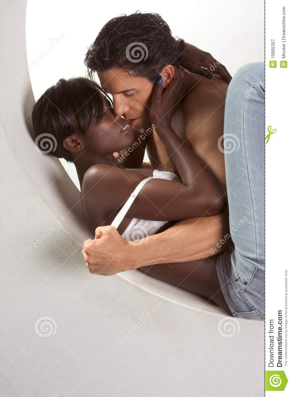 Black women kissing women-5544