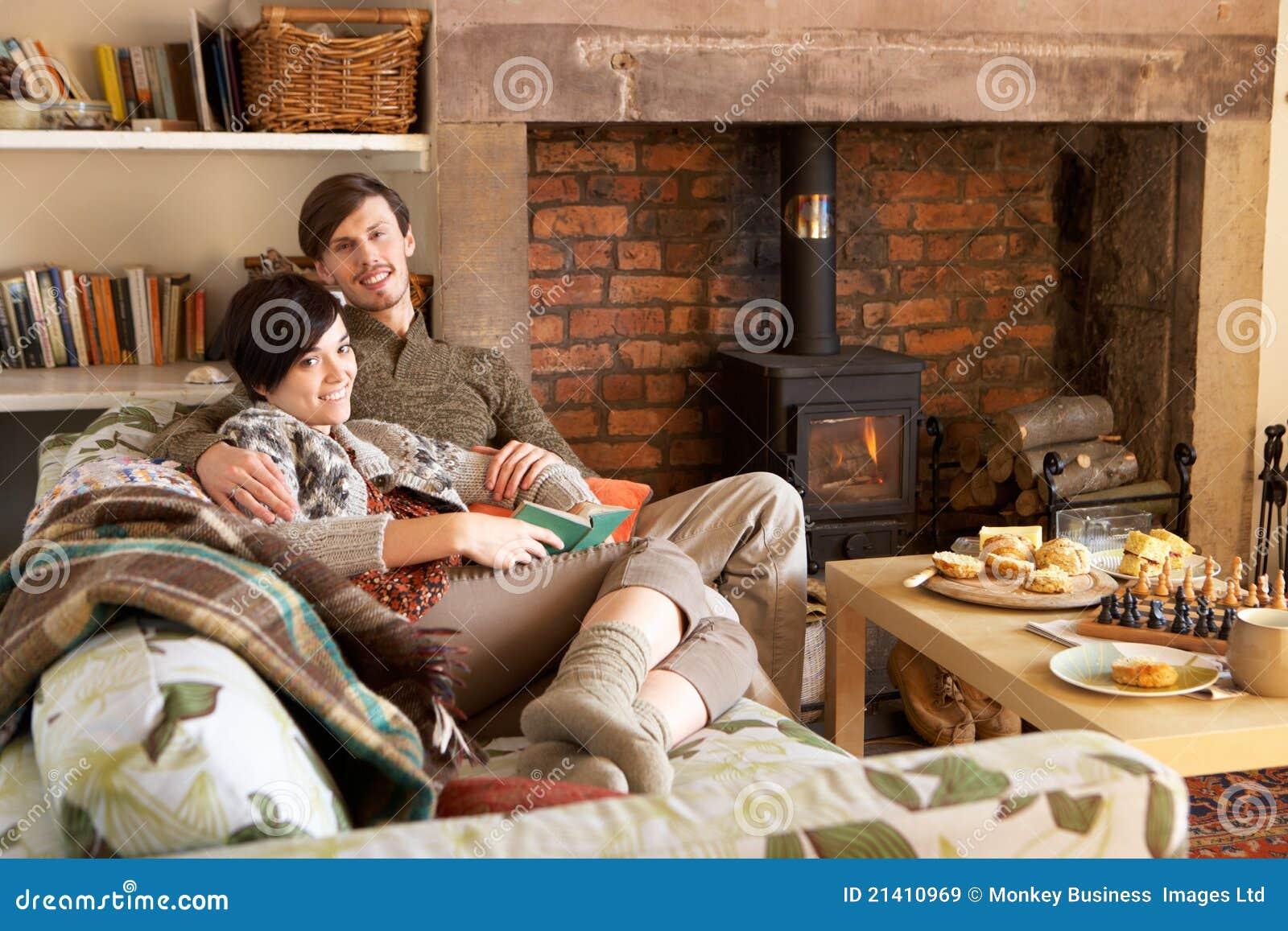 Фото пар возле камина 20 фотография