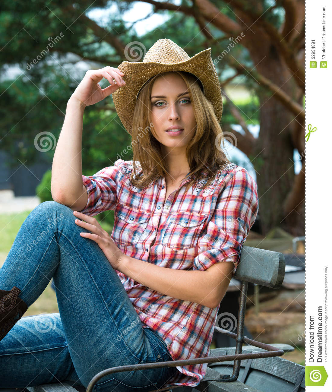 Image Cowgirl Young Of Cute - Image Hat Cheerful Stock 32934881 In