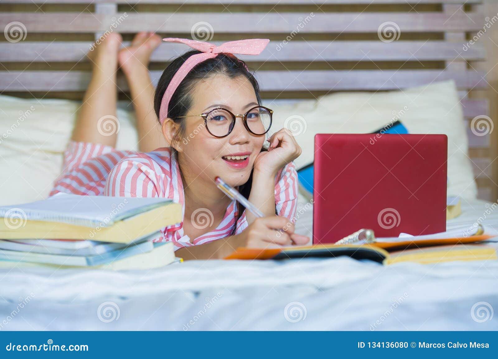 Teen cute korean girls theme simply