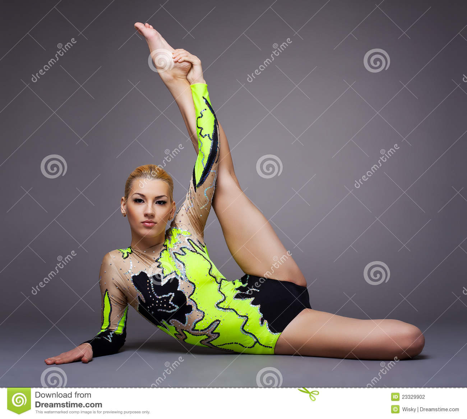 hot nude amateurs doing splits