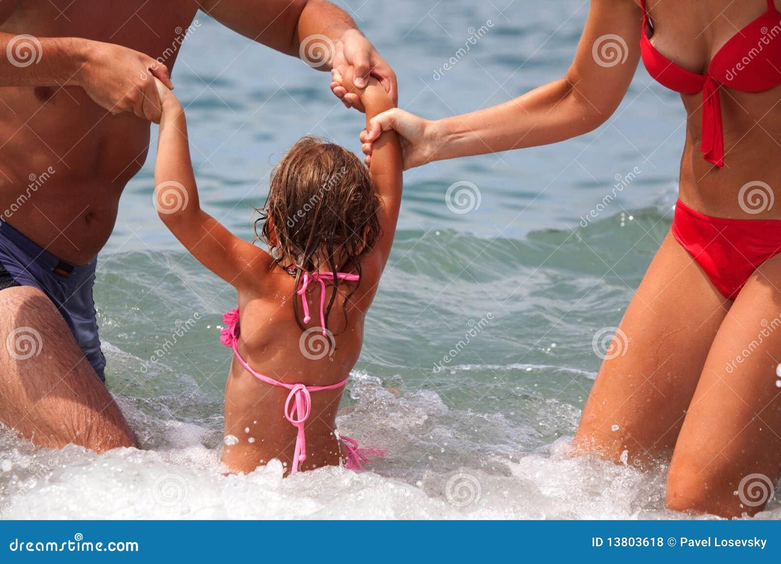 Сын купается с мамой 17 фотография