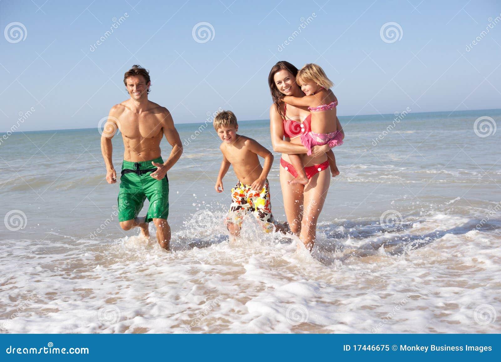 Семейный отдых нудистов