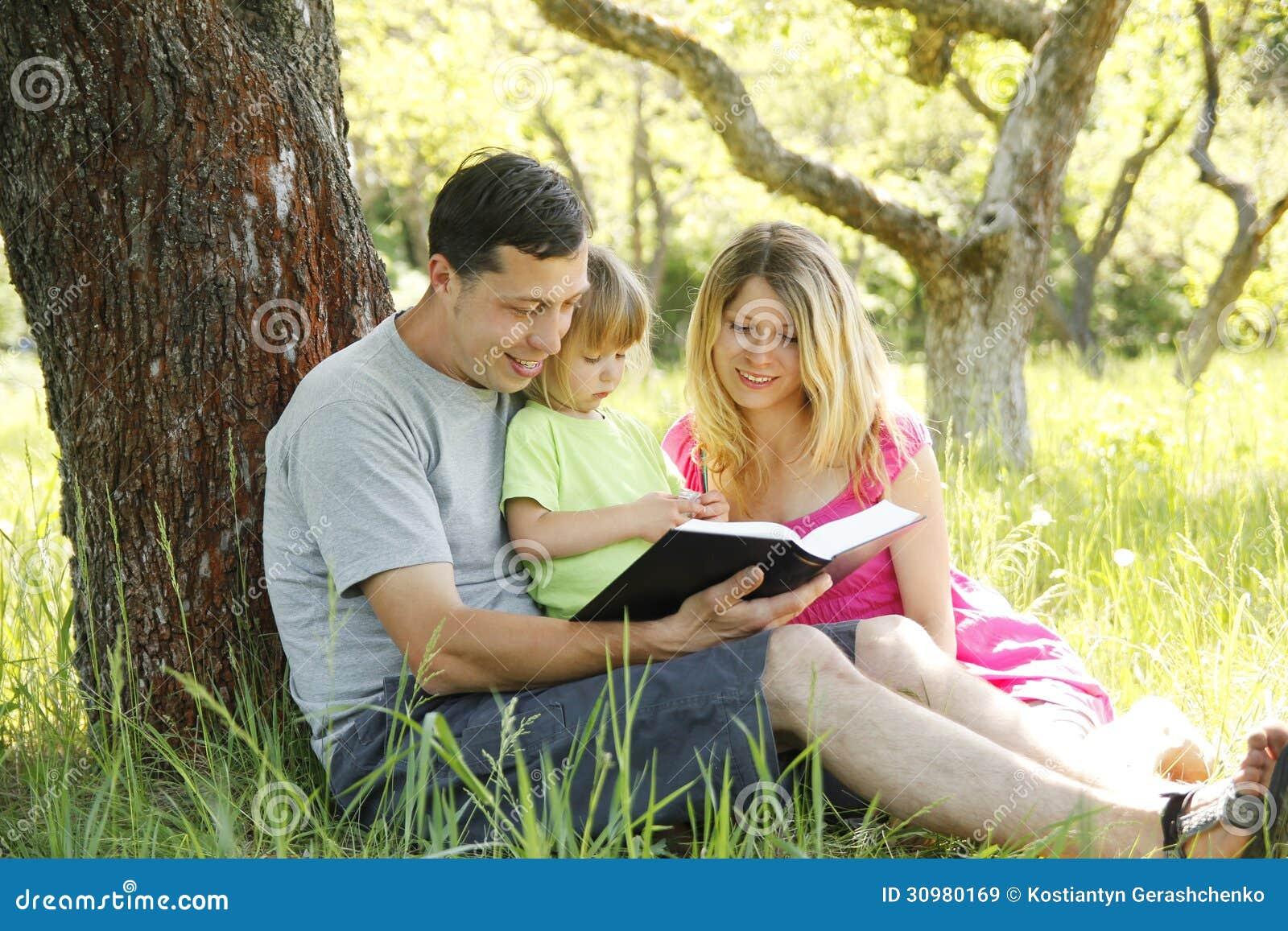Читать жену толпой трахают