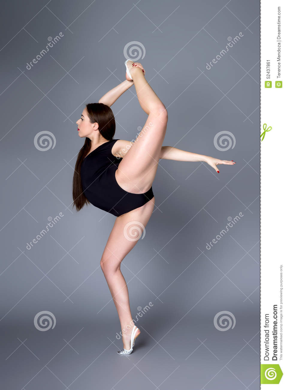 Young Female Contortionist In Black Bodysuit On Dark -5587